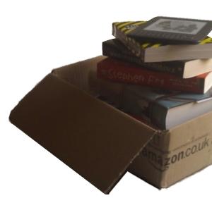 Toren van boeken van Amazon en een Kindle e-reader